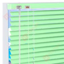 Горизонтальные алюминиевые жалюзи на пластиковые окна Бело-зеленые