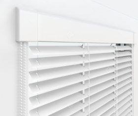 Жалюзи Изотра 16 мм на пластиковые окна - цвет белый